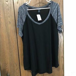 Black & marled gray short sleeve V-neck raglan NWT